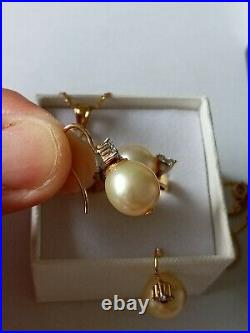 18Kt South Sea Pearl and Diamond Jewelry Set of Ring, Earrings and Pendant