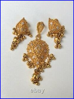 22k Yellow & White Gold Pear Shaped Pendant And Earring Jewelry Set